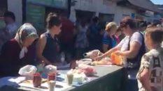 Ukrayna da Köylü pazarı kendi ürettiklerini satıyorlar